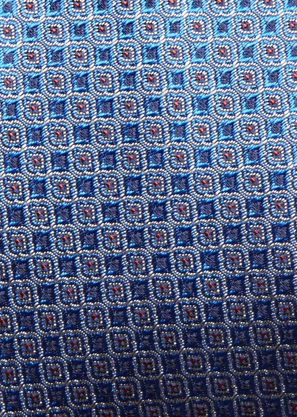 Cravate fine en soie bleu roi à motifs géométriques rouges