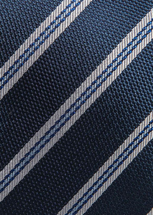 Cravate large en soie indigo à motif fantaisie blanc - Father and Sons 26679