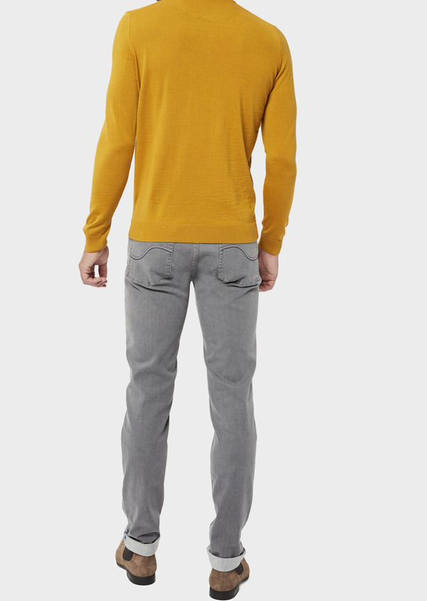 Pull en laine Mérinos mélangée col V uni jaune moutarde - Father and Sons 36509