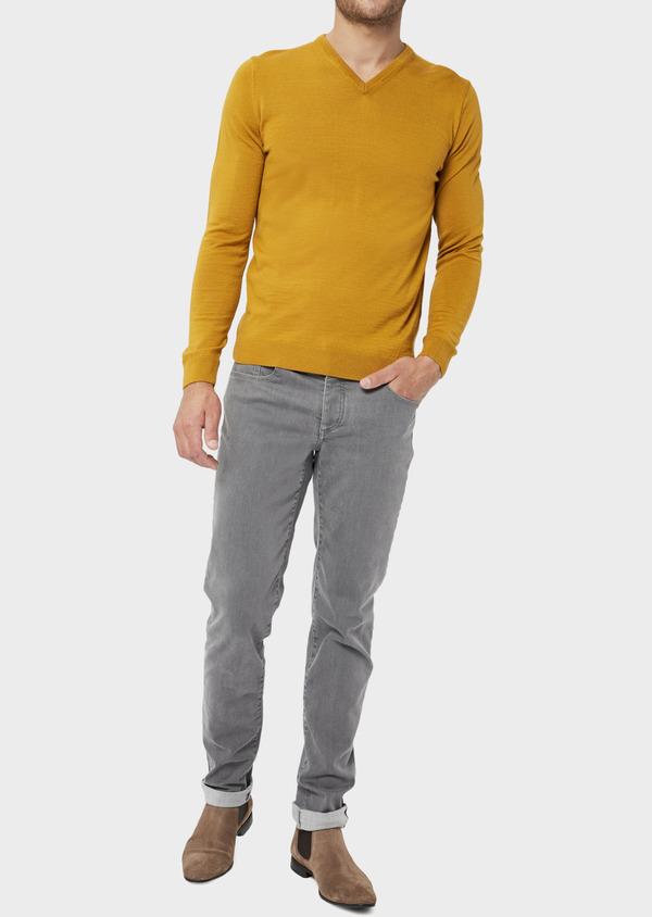 Pull en laine Mérinos mélangée col V uni jaune moutarde - Father and Sons 36508